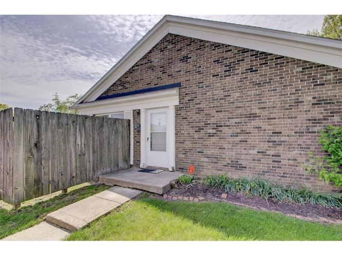 1701 W 79th Street Indianapolis, IN 46260 | MLS 21639076 | photo 3