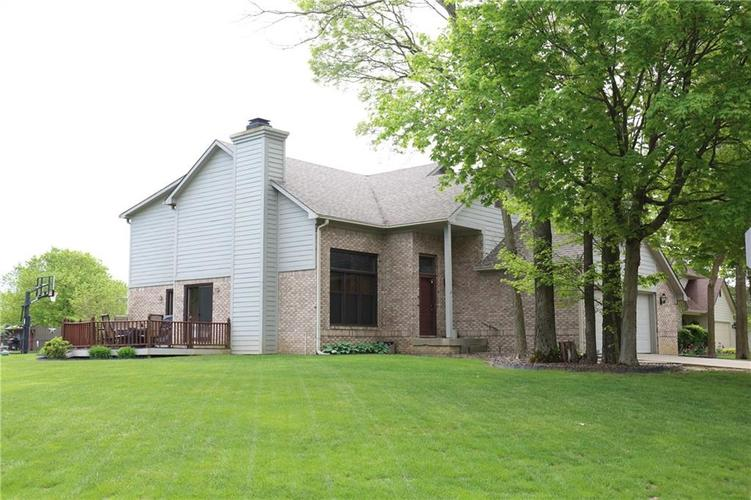 6518 Springview Drive Avon, IN 46123 | MLS 21639265 | photo 1