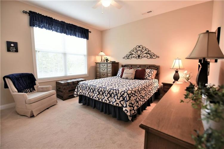 15687 Viking Commander Way Westfield, IN 46074 | MLS 21639301 | photo 21