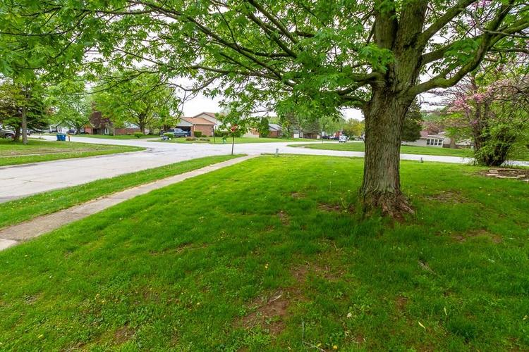 5733 S Dollar Hide Drive #S Indianapolis, IN 46221 | MLS 21639343 | photo 2