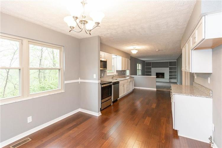 7669 Thorncrest Drive Mooresville, IN 46158 | MLS 21639357 | photo 3