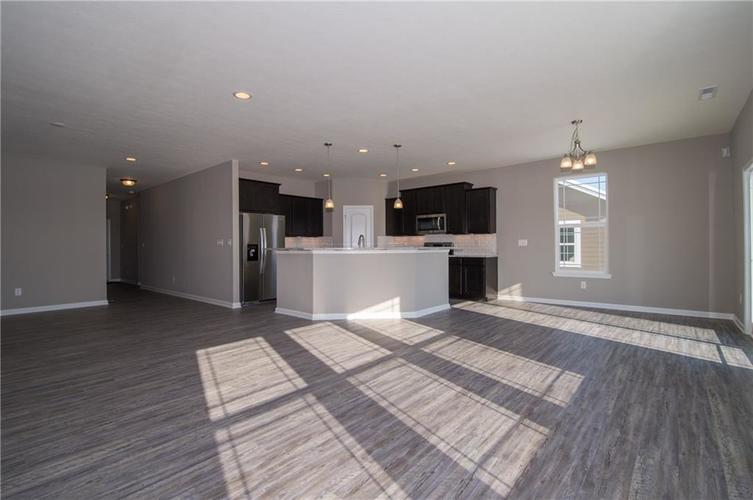 7126 Birch Leaf Drive Indianapolis IN 46259 | MLS 21639920 | photo 14