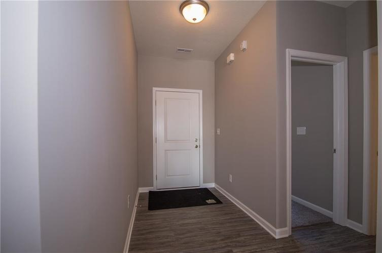 7126 Birch Leaf Drive Indianapolis IN 46259 | MLS 21639920 | photo 2