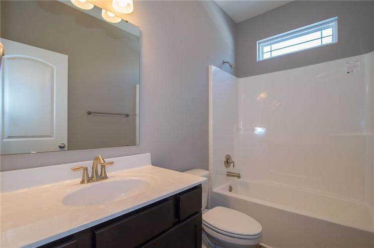 7126 Birch Leaf Drive Indianapolis IN 46259 | MLS 21639920 | photo 5