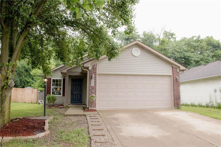 3942 VILLAGE TRACE Boulevard Indianapolis, IN 46254 | MLS 21640158 | photo 1