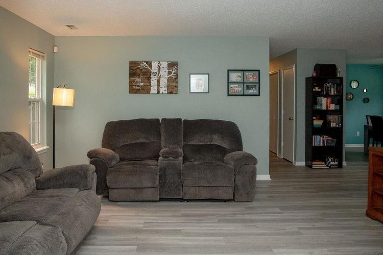 3942 VILLAGE TRACE Boulevard Indianapolis, IN 46254 | MLS 21640158 | photo 2