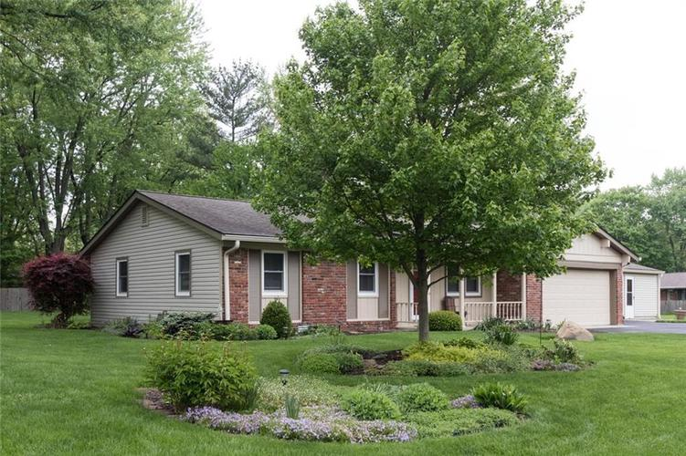 638 Lakeview Drive Zionsville, IN 46077 | MLS 21640506 | photo 1