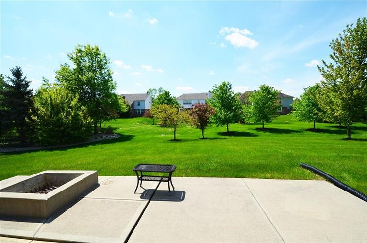 11702 Bennettwood Place Zionsville, IN 46077 | MLS 21640722 | photo 3