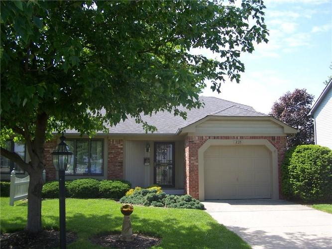 235 E County Line Road Greenwood, IN 46143 | MLS 21640788 | photo 1