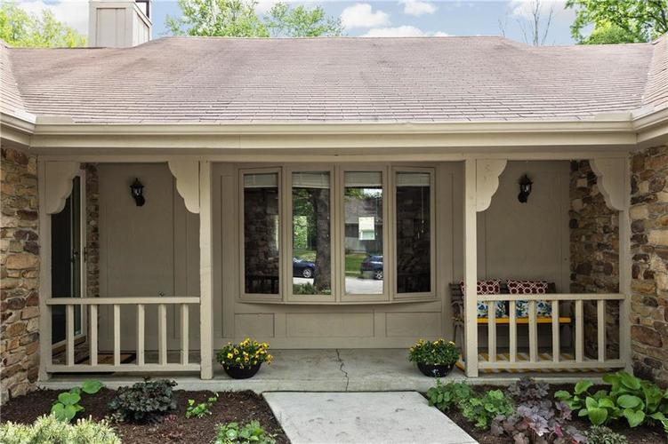 8005 Tanager Lane Indianapolis, IN 46256 | MLS 21640874 | photo 2