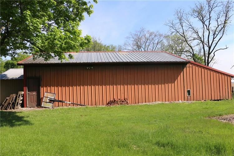 9554 N County Road 800 Daleville, IN 47334   MLS 21641399   photo 3