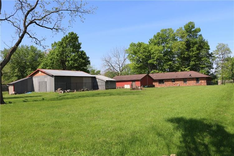 9554 N County Road 800 Daleville, IN 47334   MLS 21641399   photo 4