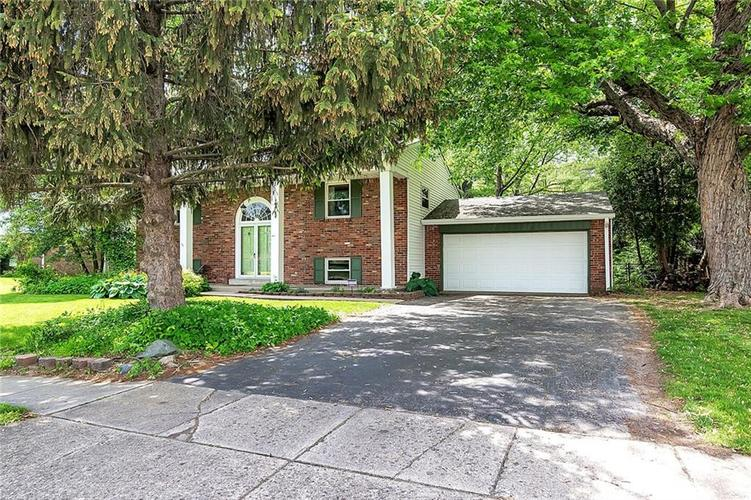 1252 N GOLDENROD Drive Indianapolis, IN 46219 | MLS 21641561 | photo 2