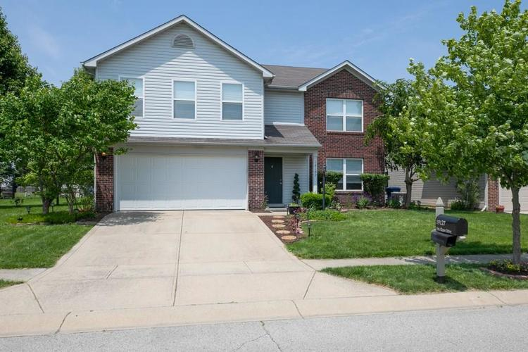 19127  Fox Chase Drive Noblesville, IN 46062 | MLS 21641577