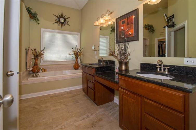 10812 Moors End Circle Fishers, IN 46038 | MLS 21642067 | photo 25
