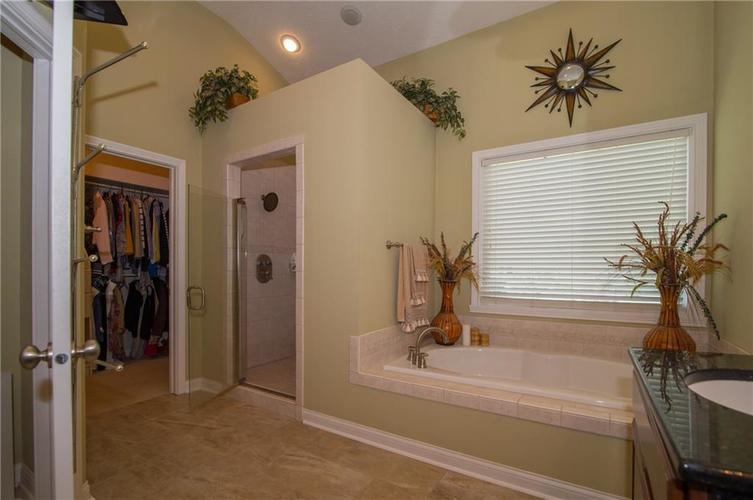 10812 Moors End Circle Fishers, IN 46038 | MLS 21642067 | photo 26