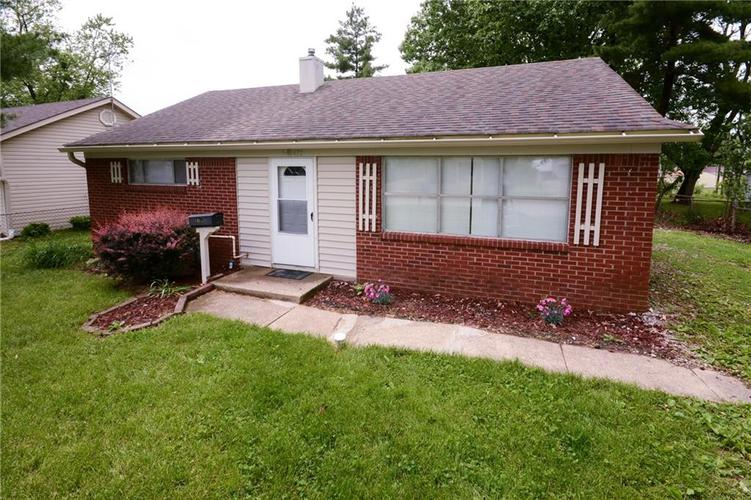 472  Southgate Drive Greenwood, IN 46143 | MLS 21642253