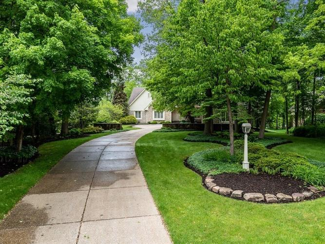 8442 Twin Pointe Circle Indianapolis, IN 46236 | MLS 21642951 | photo 2