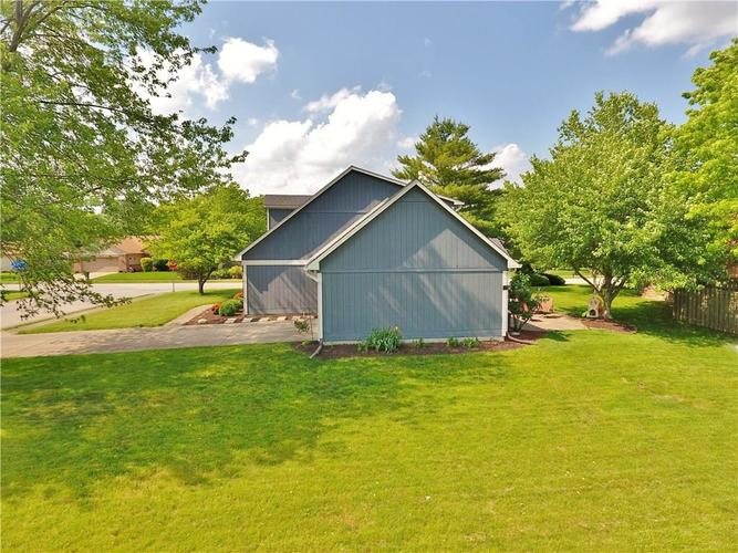 7509 Old Oakland Blvd. W Drive Indianapolis, IN 46236 | MLS 21643772 | photo 2