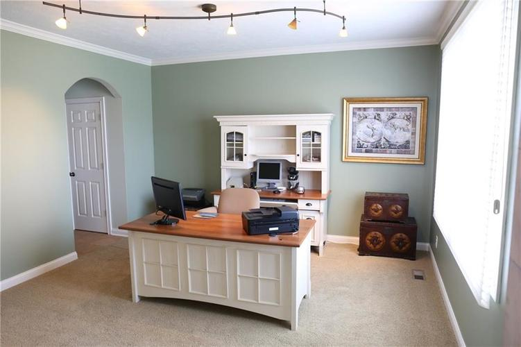 724 Willow Pointe North Drive Plainfield, IN 46168 | MLS 21643839 | photo 2