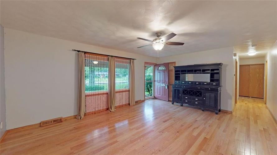 6303 Mills Road Indianapolis, IN 46221 | MLS 21644024 | photo 3