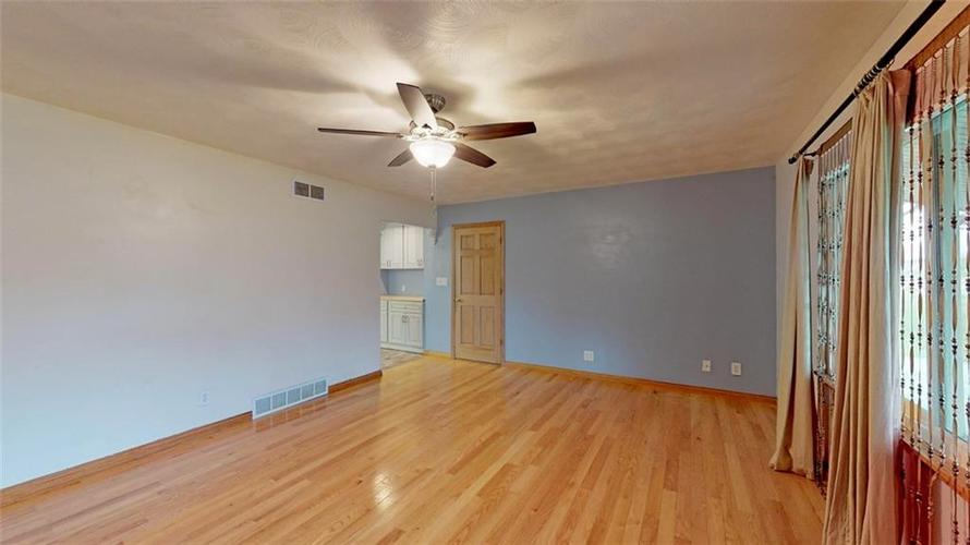 6303 Mills Road Indianapolis, IN 46221 | MLS 21644024 | photo 4