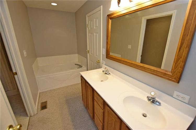 6746 KNOLL CREST Pendleton, IN 46064 | MLS 21644092 | photo 17
