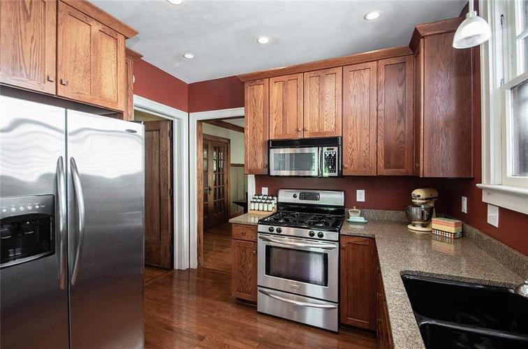 410 E 37th Street Indianapolis, IN 46205 | MLS 21644423 | photo 20
