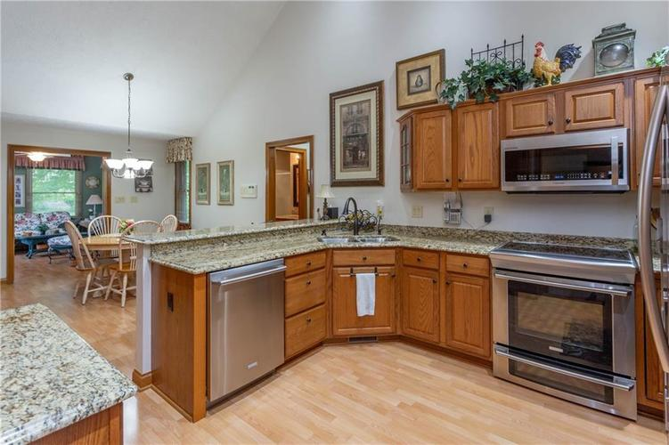 5782 STATION HILL Drive Avon, IN 46123 | MLS 21644433 | photo 5