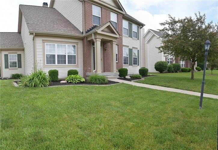 5266 Hickory Lake Drive Indianapolis, IN 46235 | MLS 21644525 | photo 3