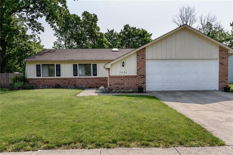 7651 S Baywood Drive Indianapolis, IN 46236 | MLS 21644612 | photo 1