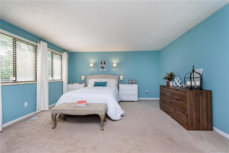 7651 S Baywood Drive Indianapolis, IN 46236 | MLS 21644612 | photo 16