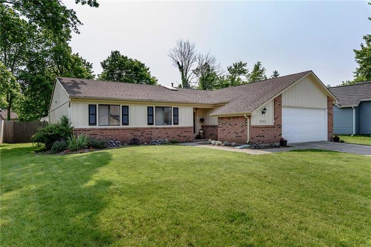 7651 S Baywood Drive Indianapolis, IN 46236 | MLS 21644612 | photo 2