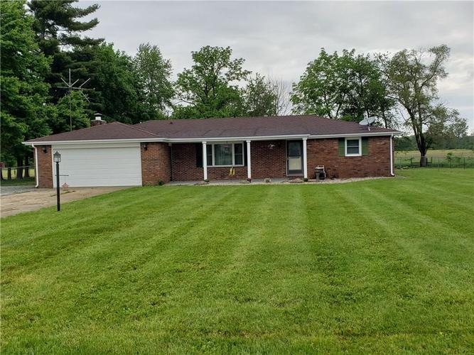 4262 E 400 N Anderson, IN 46012 | MLS 21644956 | photo 1