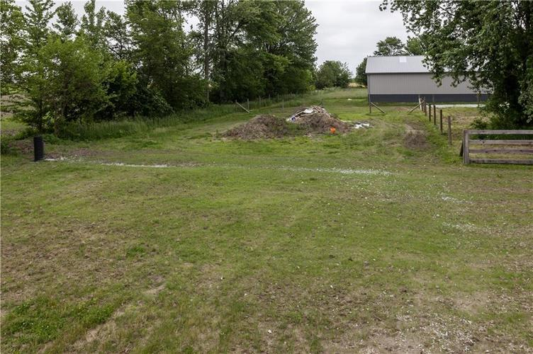 7918 W Division Road Tipton, IN 46072 | MLS 21645421 | photo 4