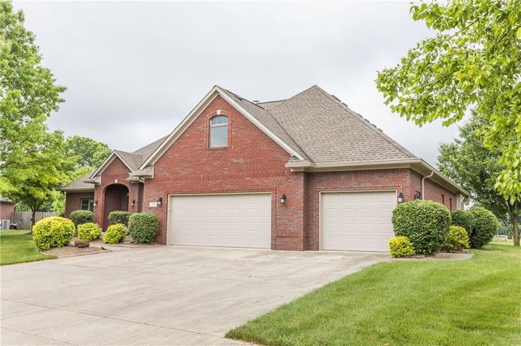 1104 Forest Commons Drive Avon, IN 46123 | MLS 21645494 | photo 2