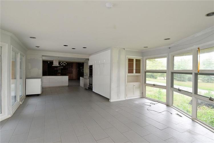 1125 E Southport Road Indianapolis, IN 46227 | MLS 21645527 | photo 4