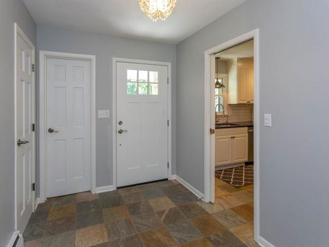 6461 N Oakland Avenue Indianapolis, IN 46220 | MLS 21645584 | photo 2