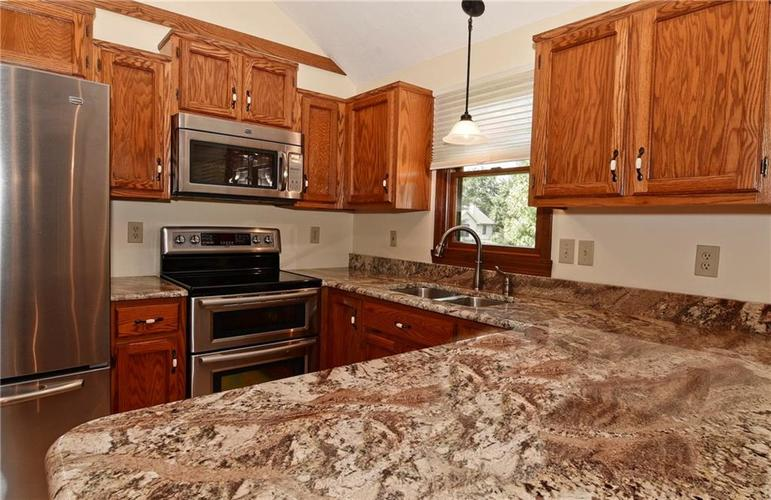3632 Country Walk Circle Indianapolis, IN 46227 | MLS 21645632 | photo 10