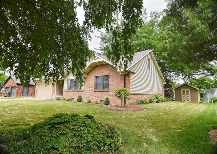 3632 Country Walk Circle Indianapolis, IN 46227 | MLS 21645632 | photo 2