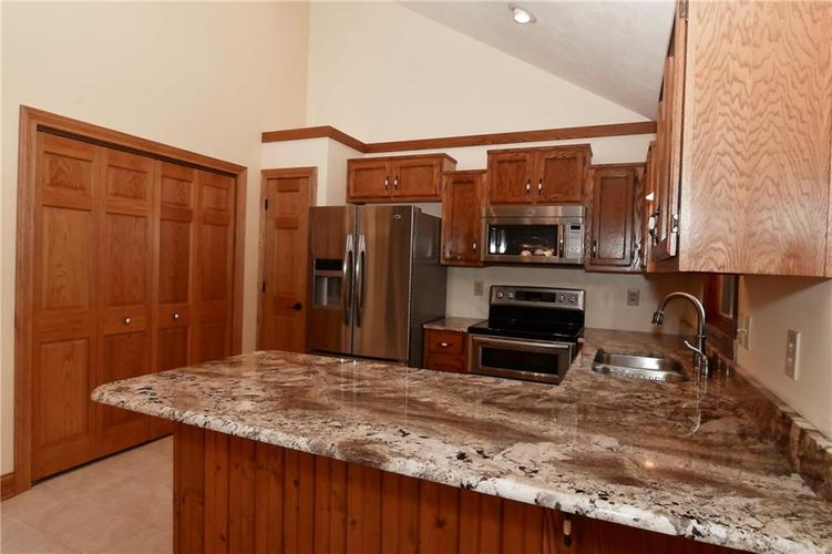 3632 Country Walk Circle Indianapolis, IN 46227 | MLS 21645632 | photo 5