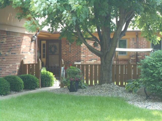 226 COLLEGE Parkway #UNIT B Anderson, IN 46012 | MLS 21645710 | photo 3