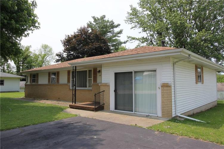 48 Weekly Court New Castle, IN 47362 | MLS 21645779 | photo 1
