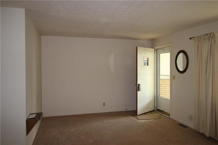 48 Weekly Court New Castle, IN 47362 | MLS 21645779 | photo 2
