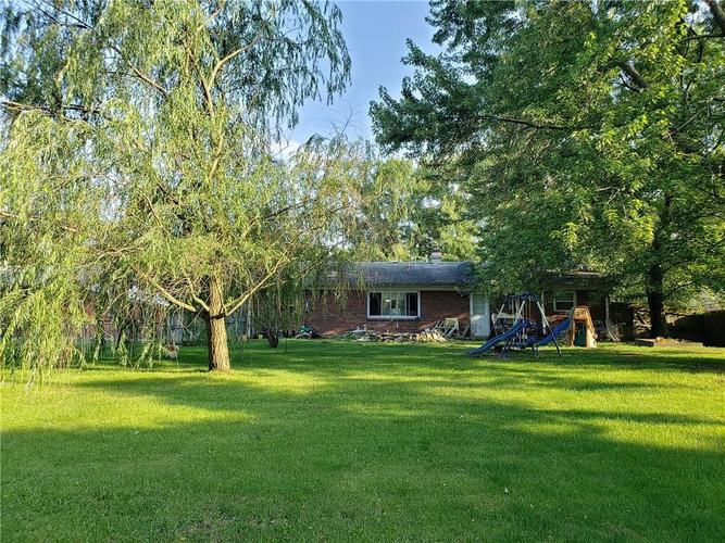 7804 E 21st Street Indianapolis IN 46219 | MLS 21645974 | photo 1