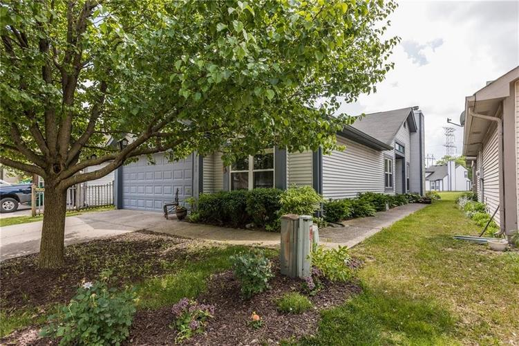 4104 Eagle Cove East Drive Indianapolis, IN 46254 | MLS 21646029 | photo 2