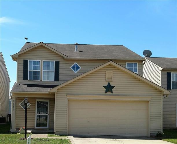 2297 Middle View Drive Columbus, IN 47201 | MLS 21646240 | photo 1