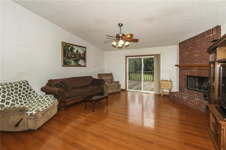 8254 Northern Drive Avon, IN 46123 | MLS 21646261 | photo 2
