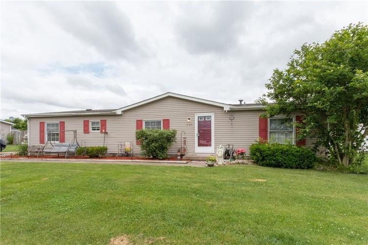 000 Confidential Ave.Seymour, IN 47274 | MLS 21646285 | photo 1