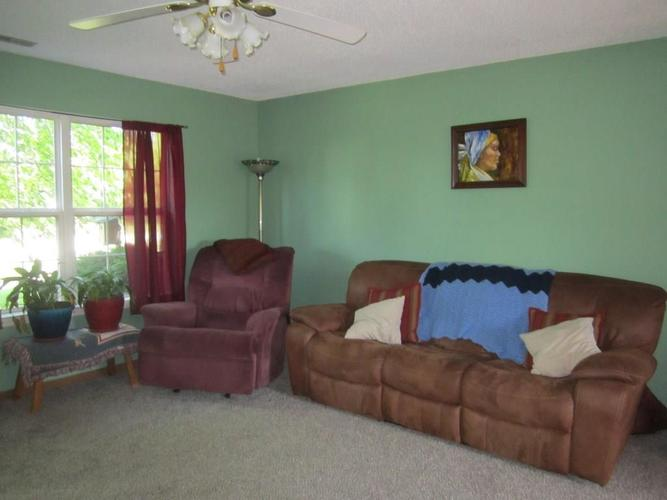 6245 E COLONNADE Court Indianapolis, IN 46237 | MLS 21646299 | photo 2